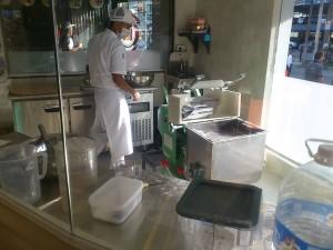 DSC 1135 300x225 マニラに出来たつけ麺屋、三ツ矢堂製麺に行ってきた