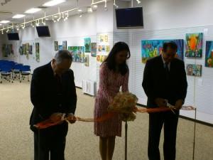 DSC 1731 300x225 フィリピン人アーティストによる作品展開催中