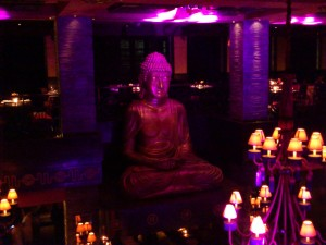 DSC 1837 300x225 マニラにあるちょっと変わったバー buddha bar