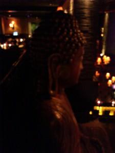 DSC 1838 e1365911028145 225x300 マニラにあるちょっと変わったバー buddha bar
