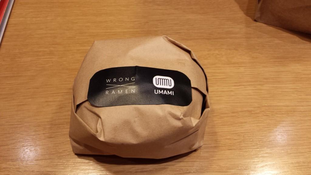 20130828 152123 1024x576 ハンバーグが中に入った期間限定ラーメンバーガーをマニラで食べてきた