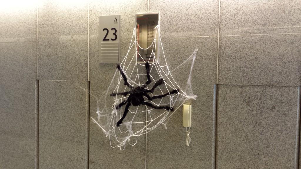 20131109 125606 1024x576 マニラにある企業のハロウィンの飾り付けを見てきた