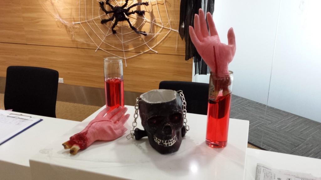 20131109 131038 1024x576 マニラにある企業のハロウィンの飾り付けを見てきた