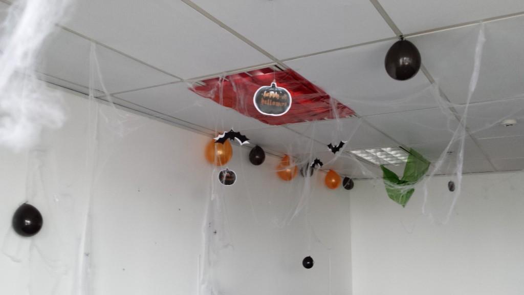 20131109 131509 1024x576 マニラにある企業のハロウィンの飾り付けを見てきた