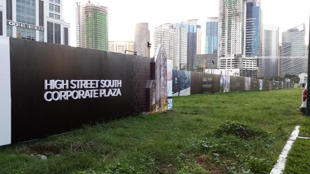 20131110 170544 1024x576 マニラの高級不動産(投資、居住用)を見てきた