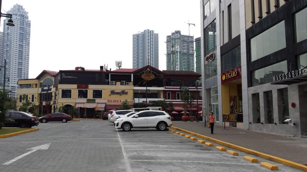 20131208 110759 1024x576 マニラのBonifacio Global City にあるKatsuという日本食レストランに行ってみたが・・・