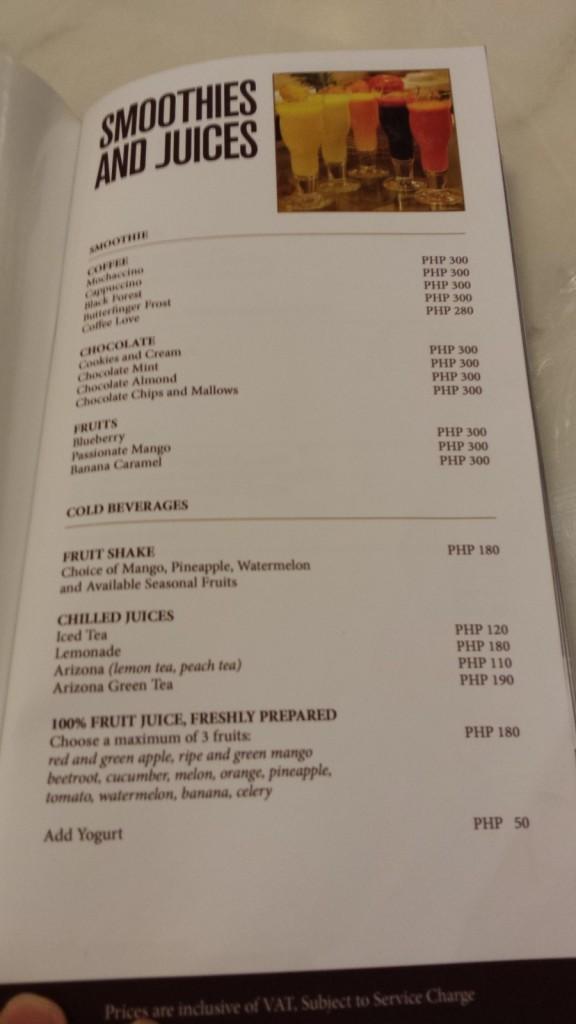 20140111 203941 e1389576816826 576x1024 高級ホテルにあるカフェ Cafe Maxims でなぜかラーメンバーガーが提供されていた