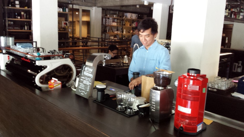 20140427 135943 1024x576 第三のコーヒー、フィリピン産オリジナルカクテルを広める!EDSA Beverages Design Groupに行ってきた
