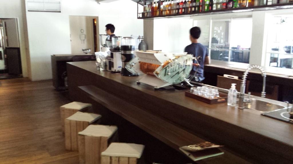 20140427 150805 1024x576 第三のコーヒー、フィリピン産オリジナルカクテルを広める!EDSA Beverages Design Groupに行ってきた