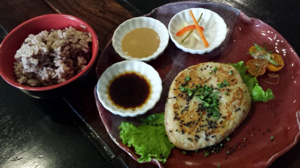 20140517 174906 1024x576 日本人がスラム地域出身のスタッフを雇いヘルシーなフードを提供するレストランUniqueaseに行ってきた