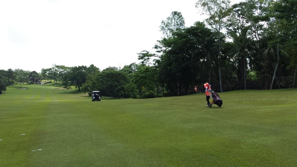 20140816 101019 1024x576 フィリピンはスループレーでキャディ付!マニラのKC Filipinasに行ってゴルフしてきた