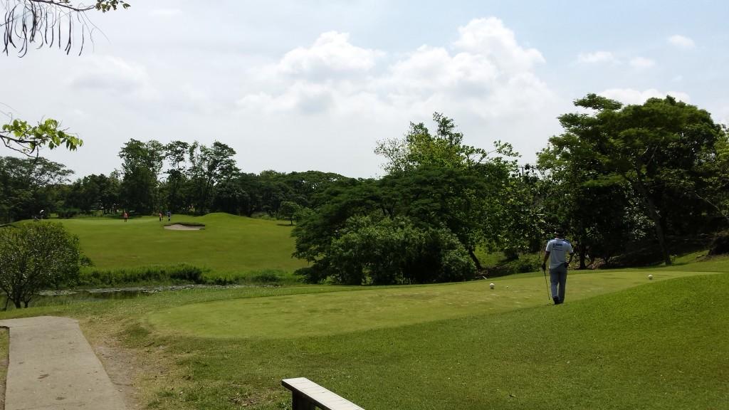 20140816 102108 1024x576 フィリピンはスループレーでキャディ付!マニラのKC Filipinasに行ってゴルフしてきた