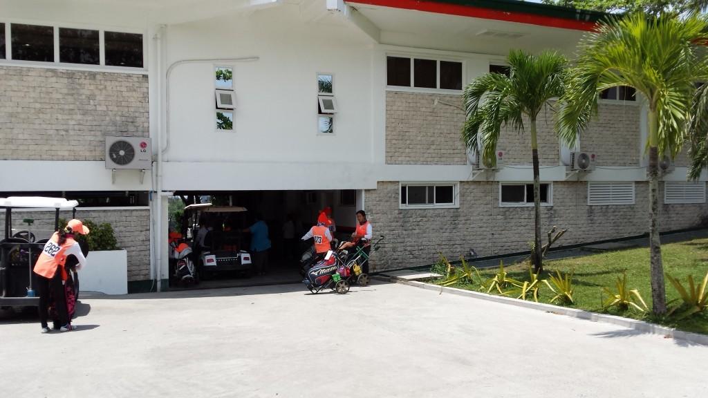 20140816 122317 1024x576 フィリピンはスループレーでキャディ付!マニラのKC Filipinasに行ってゴルフしてきた