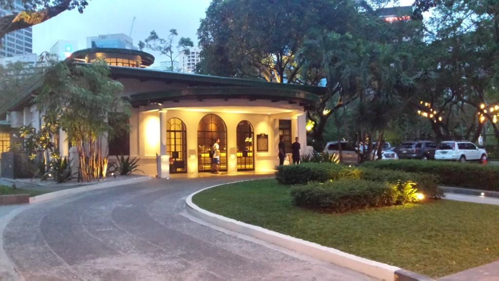 20140817 182650 1024x576 Ayalaトライアングルにある雰囲気のいいレストラン Blackbird に行ってきた!