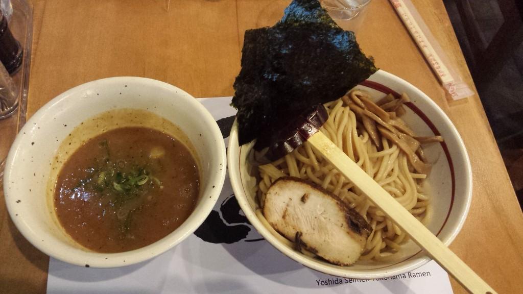 20141016 214019 1024x576 吉田製麺っていうラーメン屋がマカティのリトル東京にオープン
