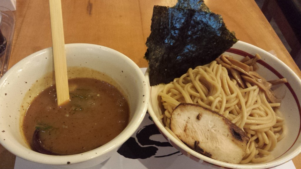 20141016 214109 1024x576 吉田製麺っていうラーメン屋がマカティのリトル東京にオープン