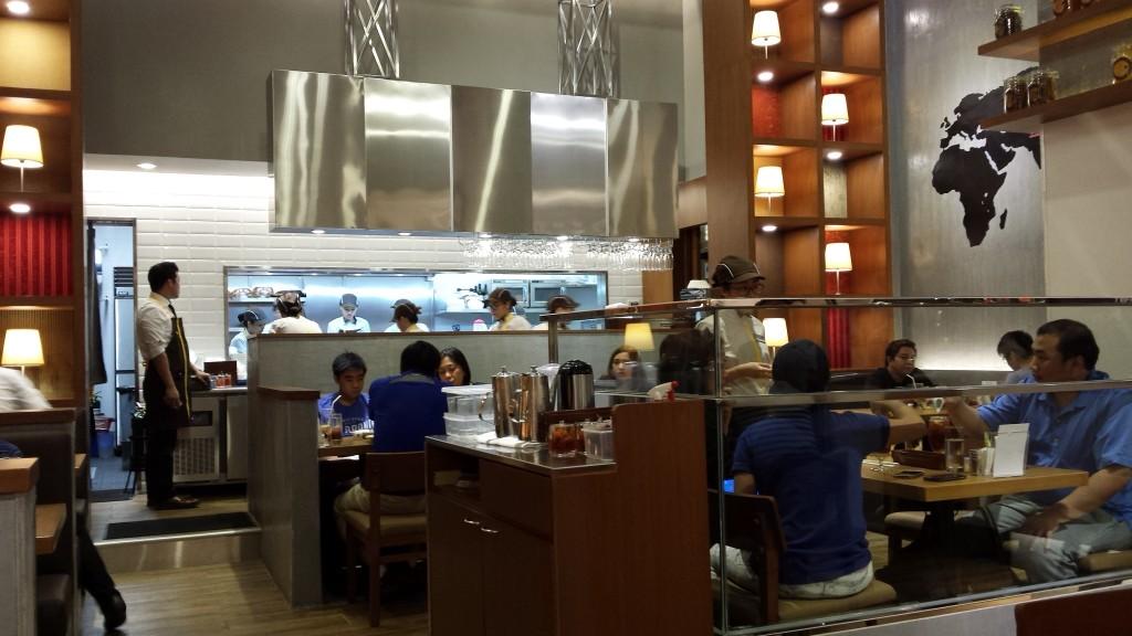 2015 03 01 18.20.30 1024x576 カレーのCoCo壱番屋がマニラに1号店をオープン!